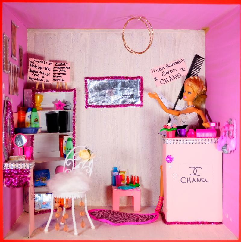 Barbie Elaine, 13 Jahre - Der Friseursalon