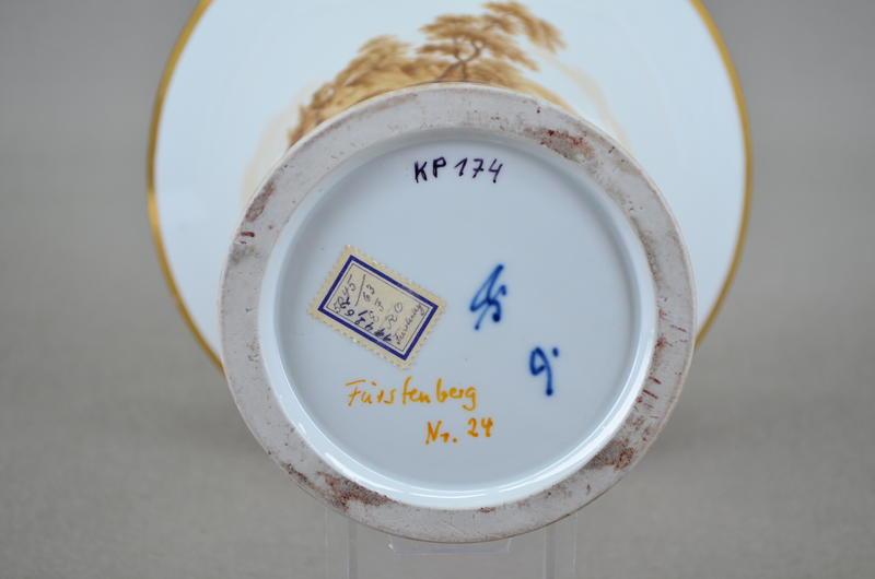 Etikett auf einer Vase der Manufaktur Fürstenberg, erworben 1942 beim Kunsthändler Emil Backhaus in Hannover